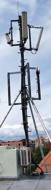 UWAGA! Maszt antenowy na dachu!