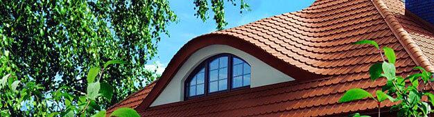 Plannja Regola – jedyna samonośna blachodachówka dostępna na polskim rynku znakomicie się prezentuje na każdym rodzaju dachu. Fot. Plannja