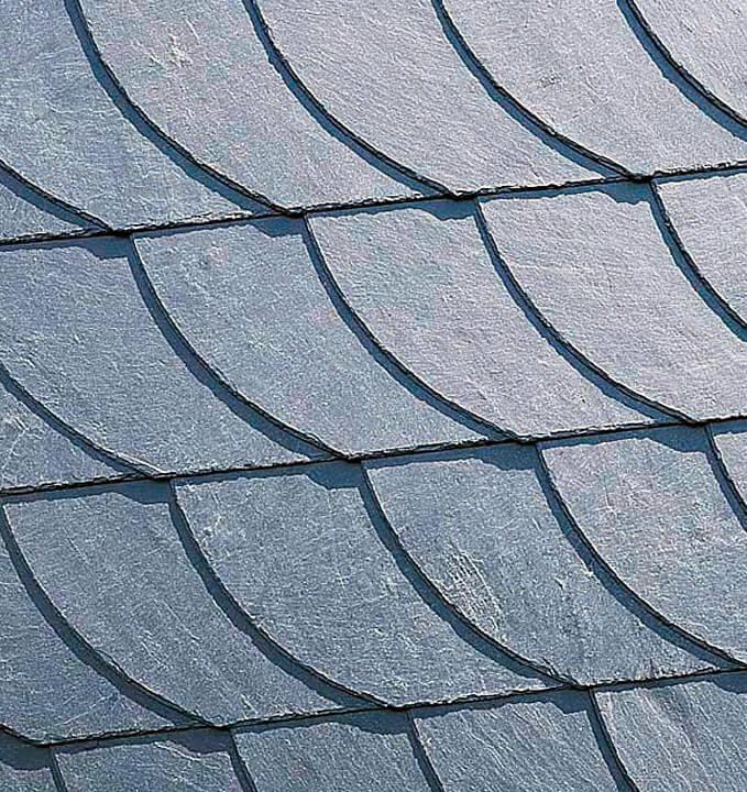 Powierzchnia dachu przypomina wyglądem rybią łuskę. Jest przy tym jednorodna i delikatna.