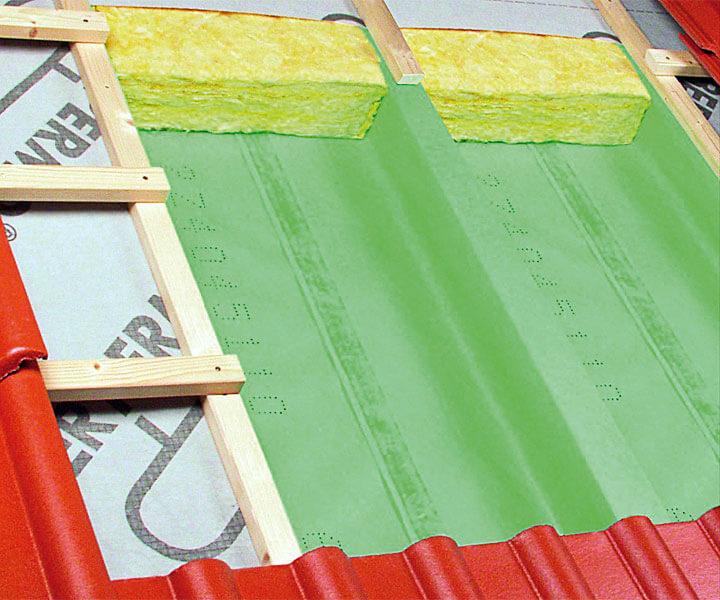 4. Aktywna paroizolacja Wallint®3 eco, reguluje przepływ pary wodnej, zapobiega gromadzeniu się nadmiaru wilgoci między płytami gipsowo-kartonowymi i paroizolacją. Do zastosowania na wewnętrzne połacie izolowanych termicznie poddaszy bez deskowania. - Folie paroizolacyjne