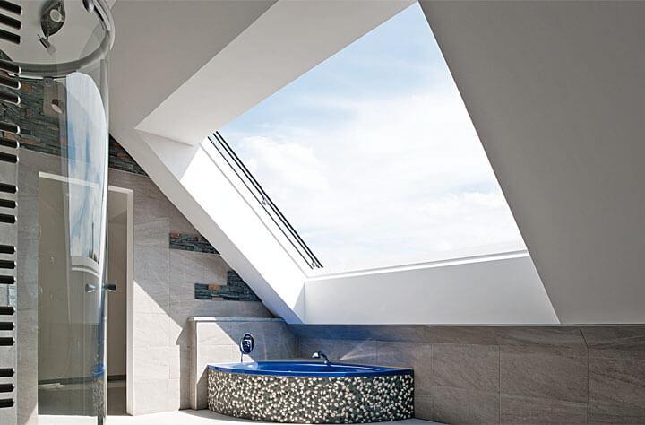 Fot. Roto. Panoramiczne okno dachowe Roto Azuro