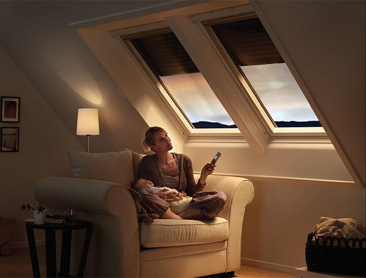 Fot. Velux. Rolety zewnętrzne VELUX to skuteczne zaciemnienie, izolacja termiczna oraz skuteczna ochrona przed przegrzewaniem się pomieszczeń