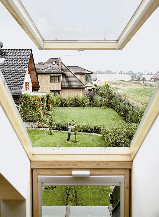 Fot. Velux. Do dachów o małym kącie nachylenia idealnie pasują obrotowo-klapowe okna VELUX