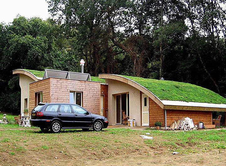Fot. Przykład dachu kopulastego, dom ekologiczny w Plouray, Francja