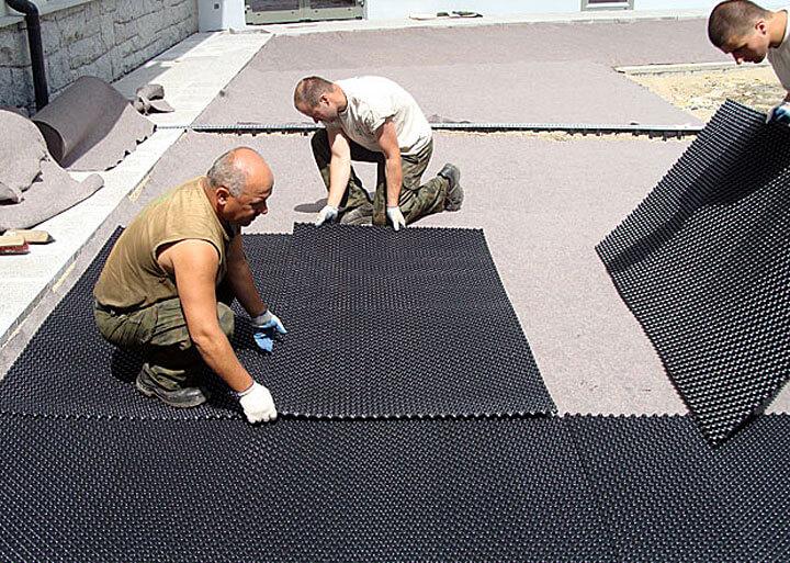 Fot. Sposób ułożenia drenażu na dachu garażu podziemnego na osiedlu mieszkaniowym