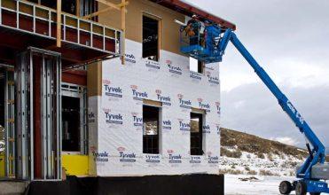 dupont-tyvek-pomaga-zabezpieczac-i-chronic-budynki-w-parku-yellowstone-w-usa