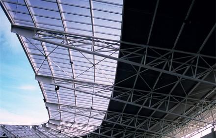 Jednowarstwowe, nieocieplane dachy ze stalowych blach fałdowych