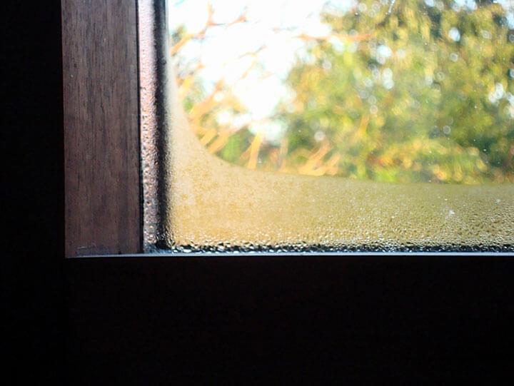 Skroplona para wodna na oknie Fot. Blachy Pruszyński