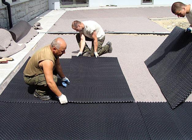 Fot. 11. Sposób ułożenia drenażu na dachu garażu podziemnego na osiedlu mieszkaniowym
