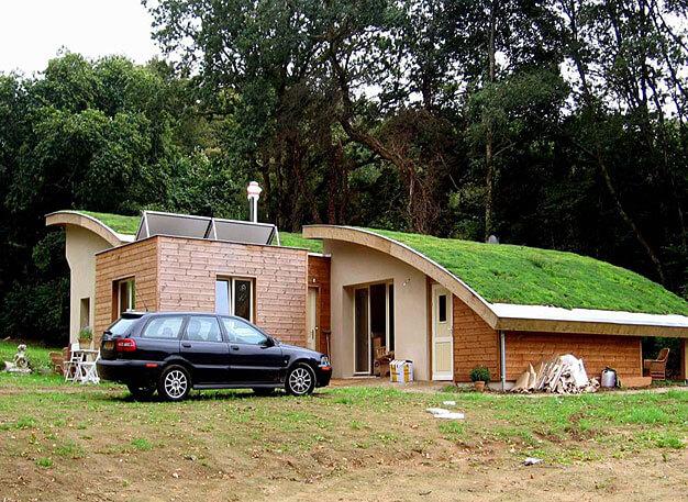 Fot 3. Przykład dachu kopulastego, dom ekologiczny w Plouray, Francja