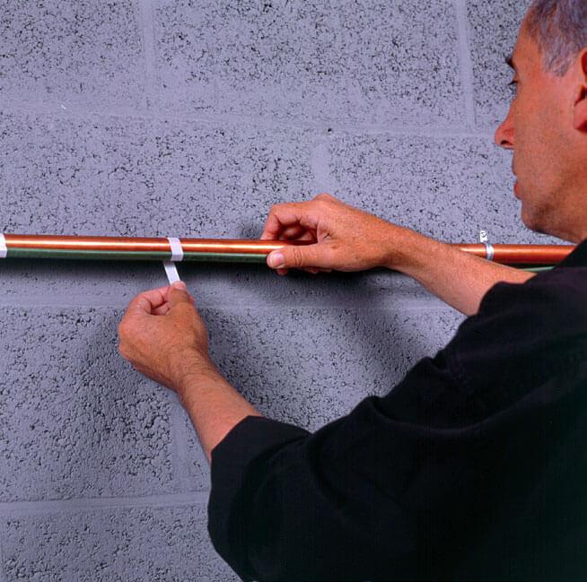 Fot. 2. Samoregulujący przewód Frostop Green zabezpieczy rury narażone na niskie temperatury. Instalację należy jeszcze zaizolować.