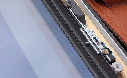 Fot. 2. Zabezpieczenie szyby FTP-V P2 sekure w oknie FAKRO.