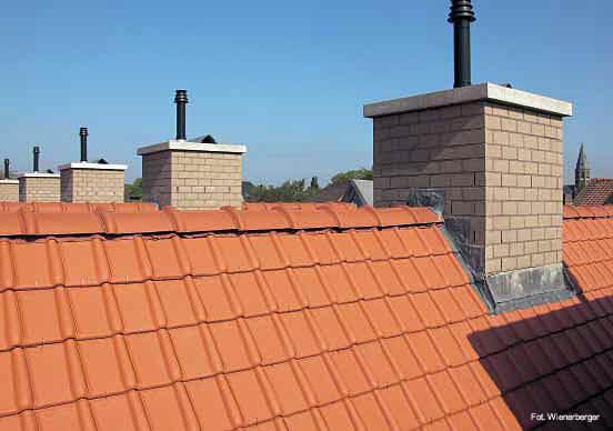 Czerwone dwuspadowe dachy