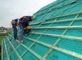 Co na więźbę dachową: sztywne poszycie dachu czy membranę dachową