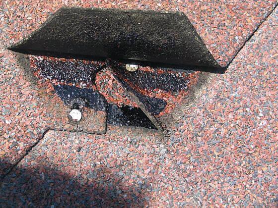 Szpary - gwoździami do trumny: dziura to ślad gdzie gwóźdź być powinien, a nie może