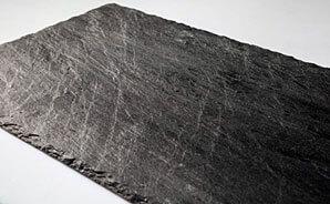 IBERO 49 – kamień na dachu