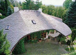 Wyjątkowe dachy wymagają wyjątkowych pokryć. Łupek jako gwarancja ekskluzywności