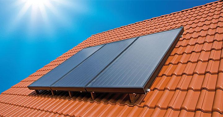 """BRAAS SOLAR TCA2 – kolektor montowany """"na dachu"""" za pomocą oryginalnych dachówek montażowych doskonale dopasowanych wizualnie do systemu BRAAS i RuppCeramika"""