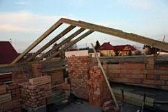 Połączenie krokwi z murłatą – gwarancja stabilnego dachu