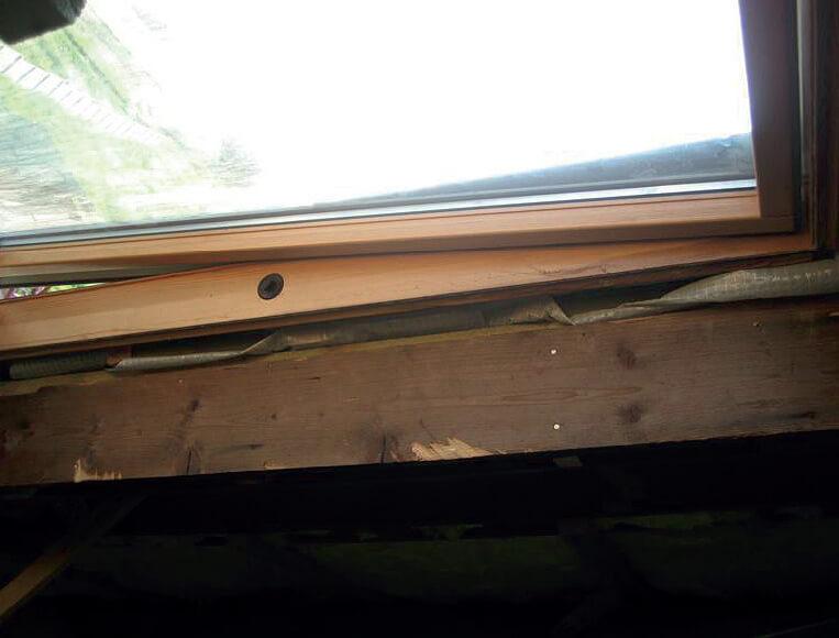 W Mega Montaż okien dachowych – bez problemu - Dekarz i Cieśla EM74