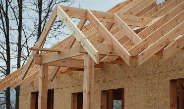 Drewno na więźbę dachową – jak powinna być przygotowana więźba