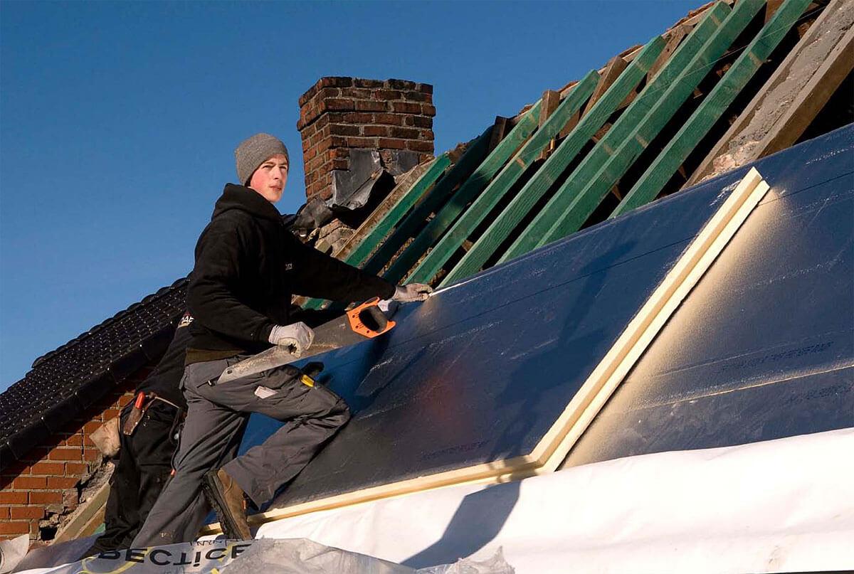 Fot. 2. Zdjęcie z archiwum Recticel - producenta płyt nakrokwiowych POWERROOF, spełniających wszelkie wymogi techniczne i pożarowe na dachach skośnych.