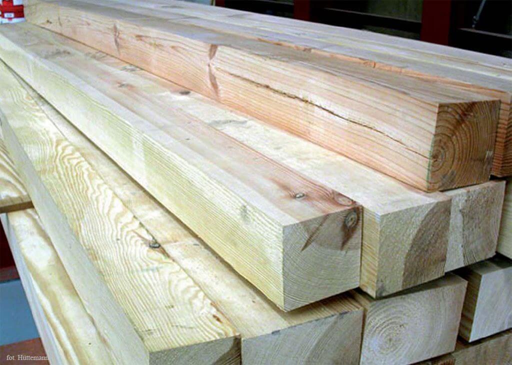Magazyn drewna litego suszonego i struganego.