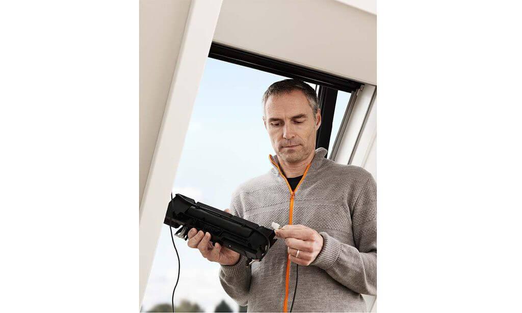 jak-wyposazyc-okno-dachowe-w-sterowanie-elektryczne_2