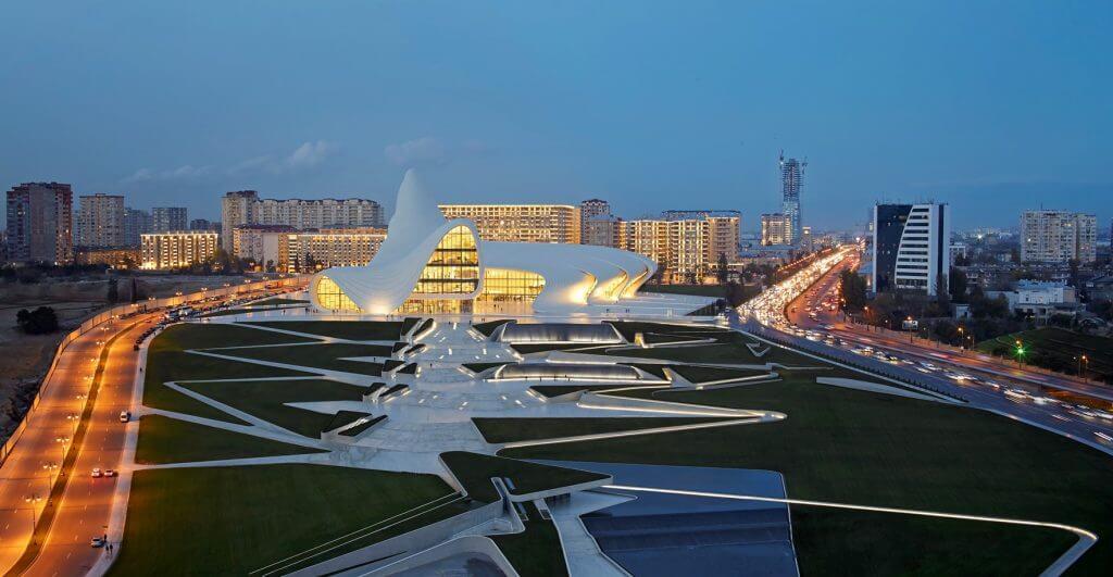 Centrum Hejdara Alijewa w Baku – azerska kultura zaczarowana w drewnie