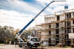Fot. 1 Zapewnia bezpieczną i wydajną pracę nawet w przypadku największych codziennych wyzwań na placu budowy – nowy dźwig samochodowy AK 37/4000 firmy Böcker w klasie pojazdów ciężarowych 7,49 tony. Fot.: Böcker Maschinenwerke, Werne