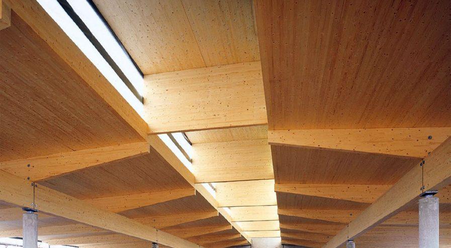 Fot. 1. Masywna konstrukcja dachu w obiekcie wielkopowierzchniowym.