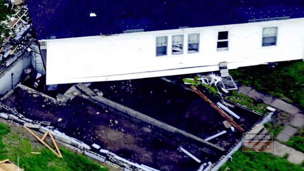 Fot. 2. Zniszczenie budynku przez przesunięcie.