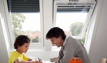 Rolety w oknach dachowych – dobry klimat na poddaszu.