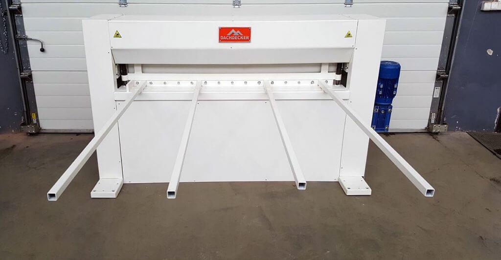 Fot. 2. Gilotyna mechaniczna typu ZRA-M pozwala na cięcie różnych materiałów takich jak stal, aluminium, mosiądz czy miedź w postaci arkuszy o maks. szerokości 2040, 2540, 3040 mm przy grubości 2,0 mm.