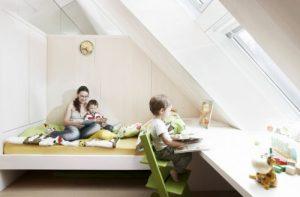 Wnętrze doświetlone oknami dachowymi Velux