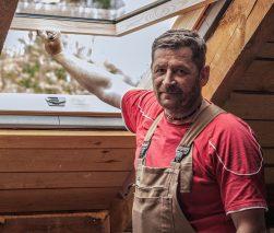 Fot. 1. Sławomir Pałubicki zakończył montaż pierwszego okna Dakea Ultima.