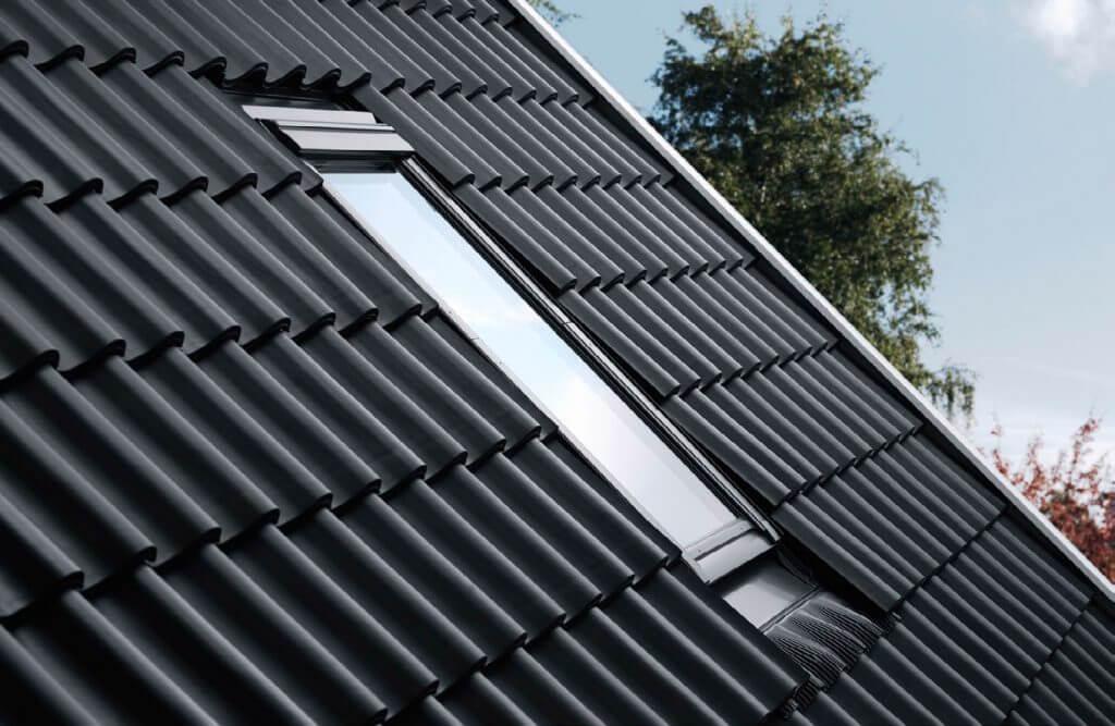 Fot. 2. Okno zamontowane głębiej w dachu ładniej wygląda, a także ma lepsze parametry izolacyjne.