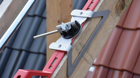 Opatentowany uchwyt zapewnia błyskawiczny montaż urządzenia