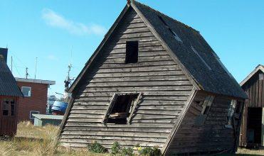 Fot. 1. Problem sztywności domów drewnianych.