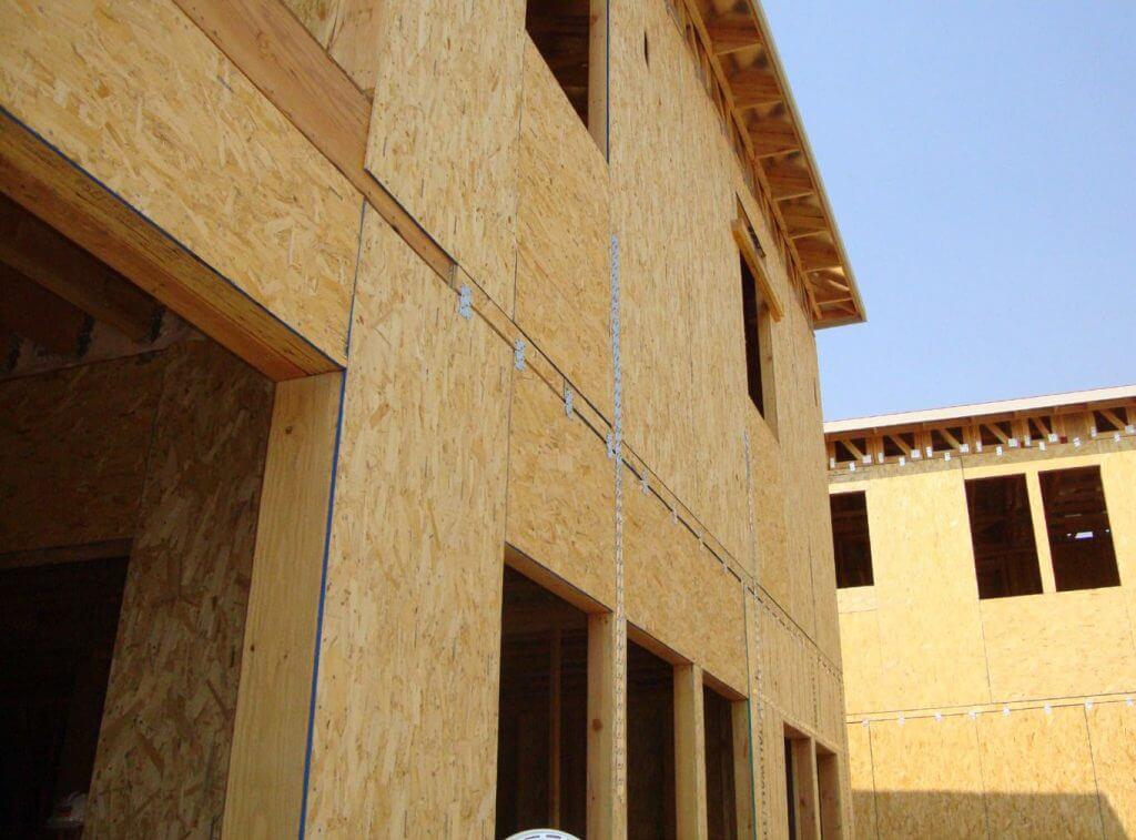 Fot. 4. Domy drewniane usztywnione poszyciem OSB.
