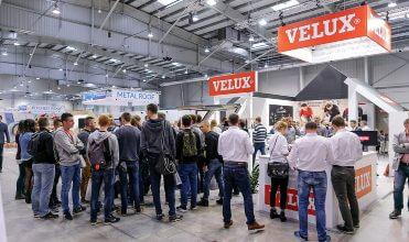 Stoisko firmy VELUX przyciągnęło tłumy gosci – dekarzy, architektów i przedstawicieli branży budowalnej.