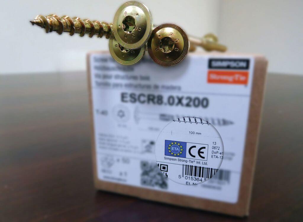 Fot. 2. Etykieta wkrętów ciesielskich z oznaczeniem CE.