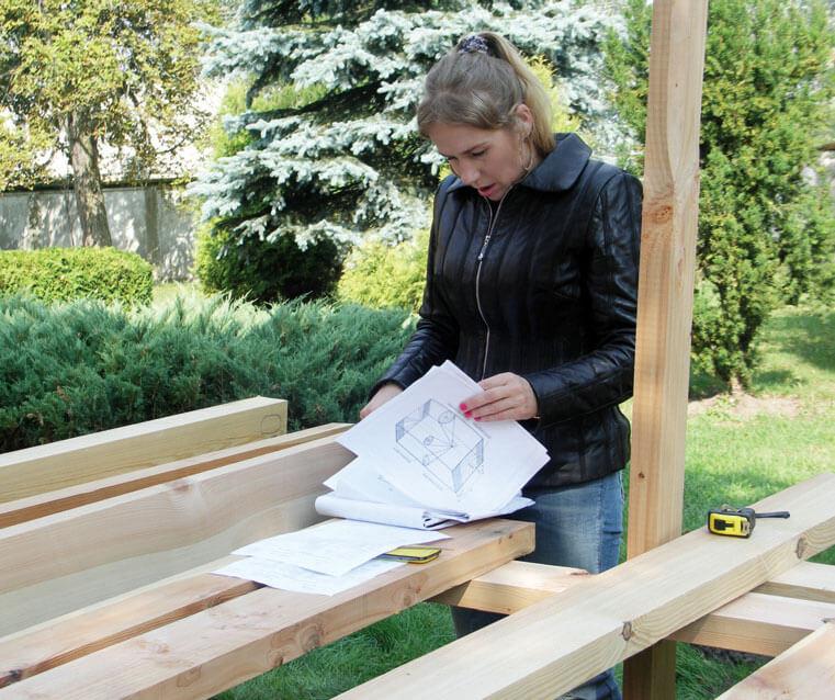 Wady drewna w kontekście codziennej pracy dekarza i cieśli
