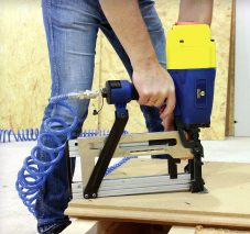 Zszywacz S15 150 Izon do montażu izolacji na konstrukcjach drewnianych