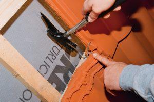 Montaż dachówki