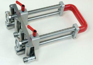 Fot. 1. Bender XL-150 z oferty firmy Perfect Bender umożliwia zaginanie blachy pod kątem wynoszącym do 100°. Trwałość narzędzia zapewnia zastosowanie materiału w postaci stali nierdzewnej. Należy podkreślić głębokość cięcia mieszczącą się pomiędzy 5 a 150 mm. Maksymalna grubość blachy to 0,3 - 1 mm. Blender waży ok. 2,7 kg. Bezpieczeństwo użytkowania zapewnia uchwyt wykonany z materiału antypoślizgowego.