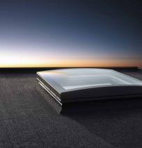 Okna do płaskiego dachu ze Sferycznym Modułem Szklanym VELUX Produkt wyróżnia wyjątkowy design, unikalna technologia i zastosowanie zakrzywionego szkła.