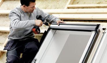 Montaż okien dachowych – bez problemów i błędów. Fot. Velux