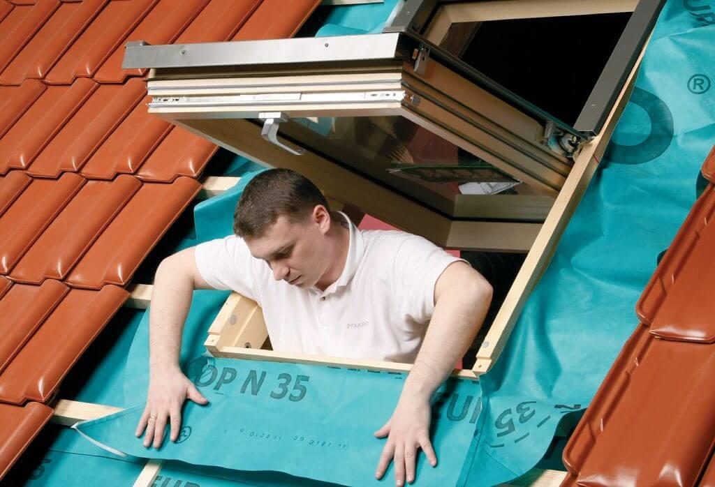 Montaż okien dachowych – bez problemów i błędów. Fot. Fakro
