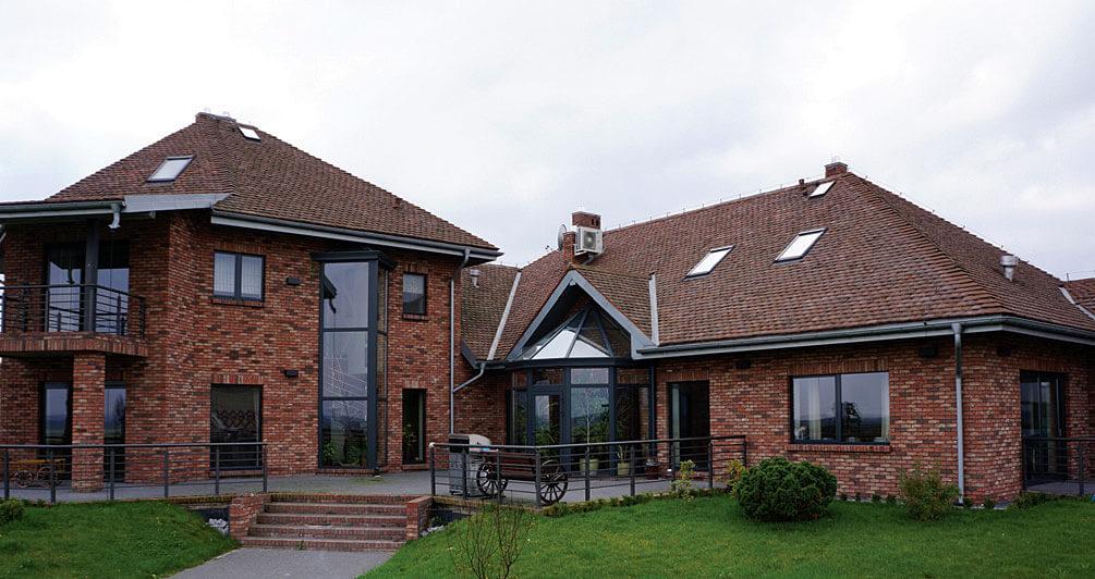 Inwestycja zrealizowana w Polsce. Dachówka Settler Brown z ostrzeszowskiej fabryki Heritage.